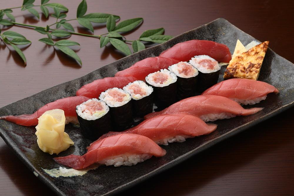 金枪鱼握寿司