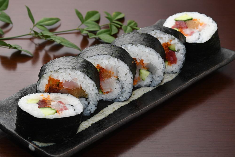 海鲜太卷寿司